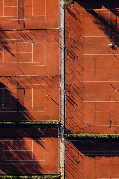 Luftaufnahme von einem Tennisplatz in Tutzing