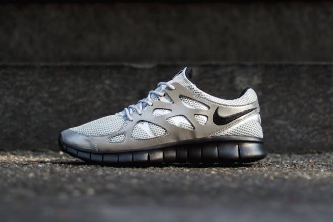 nike-free-run-2-metallic-silver-black-1-660x440
