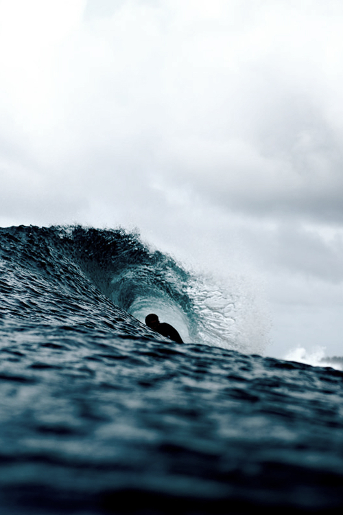 Surfer-deep-in-a-barrel
